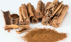 दालचीनी Cinnamon के उपयोग, लाभ और साइड इफेक्ट्स