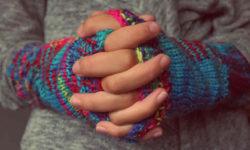 हाँथ का ठंढा पड़ना : लक्षण, कारण और उपचार | Cold hands in Hindi