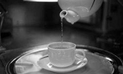 सुबह खाली पेट गर्म पानी पीने के 10लाभ