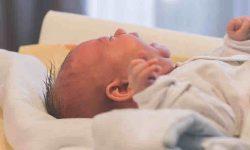 शिशुओं और छोटे बच्चों की बुखार में देखभाल की जानकारी